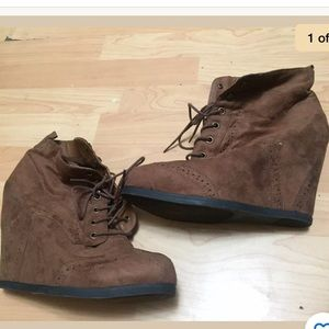 Mossimo faux suede brown wedge booties sz 11